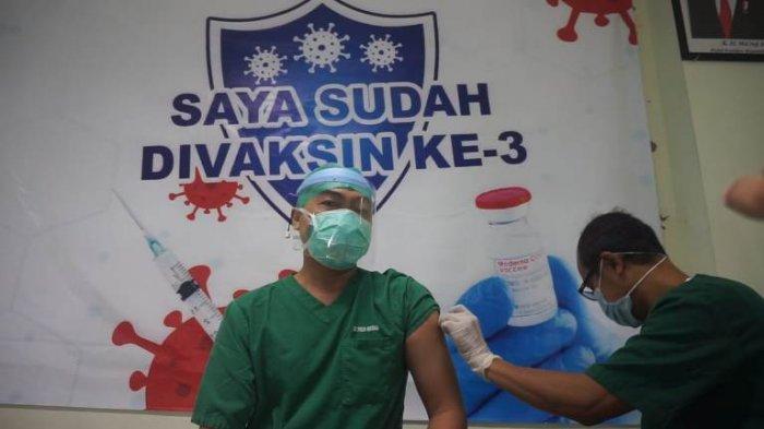 Nakes di Pekalongan Mulai Disuntik Booster Vaksin, Diharapkan Angka Penderita Covid-19 Terus Turun