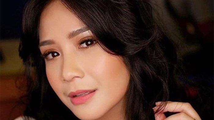 IniHarga Produk-produk Make Up Nagita Slavina, dari Eyeshadow Gucci hingga Bedak Channel