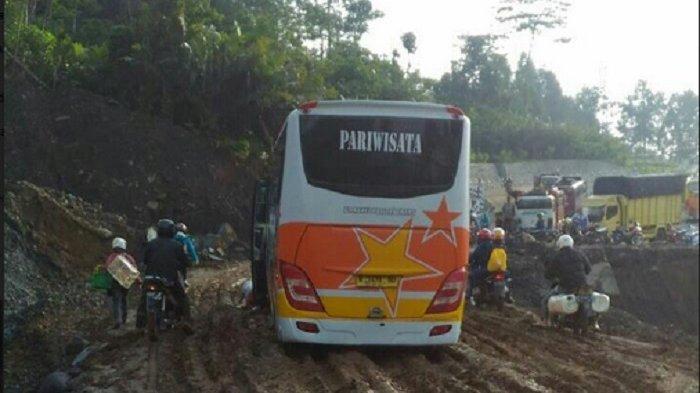 Roni Resah Bus Pariwisata Luar Kota Semarang Banting Harga