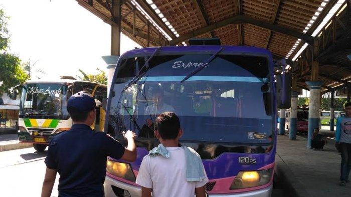Petugas Temukan Dua Bus Tak Layak Jalan di Terminal Kota Pekalonga
