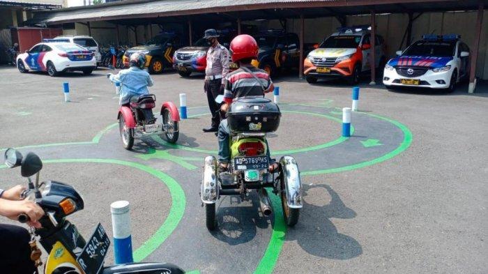 Melihat Ujian SIM Difabel dengan Sepeda Roda 3 di Polres Banjarnegara