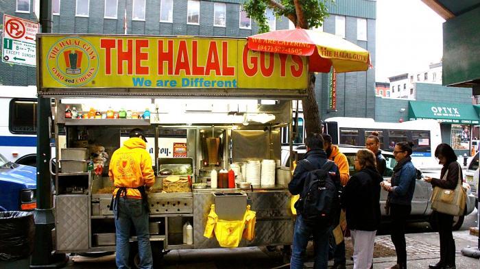 Kisah The Halal Guys Yang Menggeser Popularitas Hot Dog di New York -  Tribun Jateng