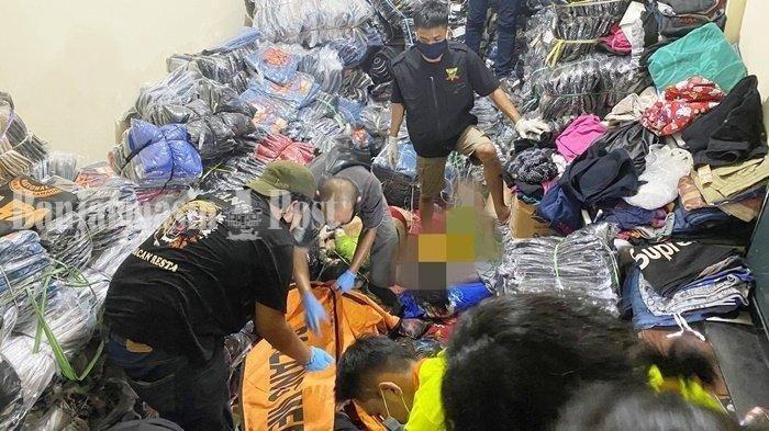 1 Keluarga Ditemukan Meninggal Tertimbun Tumpukan Baju