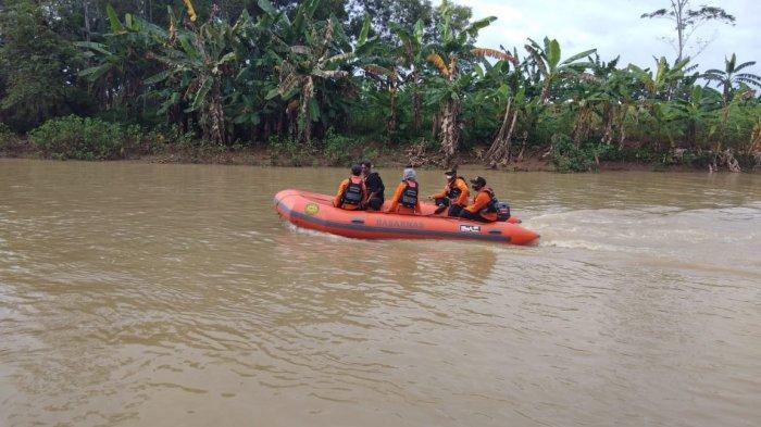 Tarjuni Hilang di Sungai Sragi Lama Pekalongan, Pencarian Dihentikan Sementara Karena Cuaca Buruk