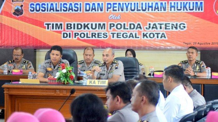 Tim Bidkum Polda Jateng Adakan Sosialisasi Aturan-aturan Baru di Polres Tegal Kota