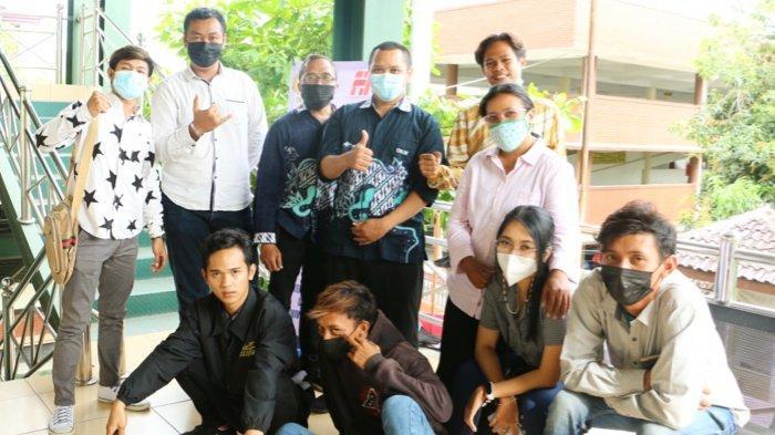 Dosen FTIK USM Semarang Beri Pelatihan E-Commerce pada UMKM Kampung Sirih