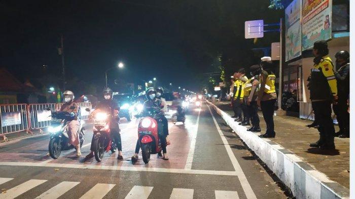Personel Polres Karanganyar dan Brimob Diterjunkan Amankan Malam Takbiran dan Kenaikan Isa Almasih