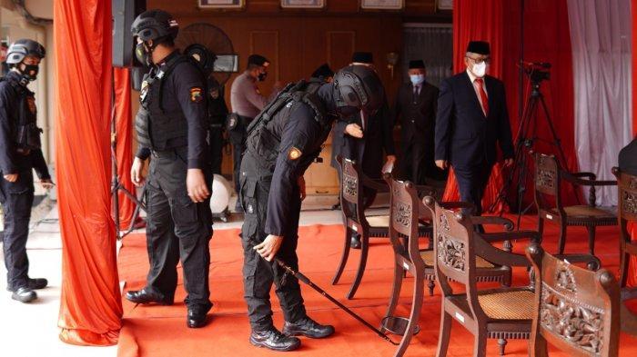 Tim Harimau Polres Wonogiri Sterilisasi Tamu Undangan Pelantikan Bupati