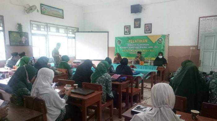 Dosen Prodi Pendidikan Matematika Universitas Ivet Semarang Adakan Pelatihan Persiapan AKM