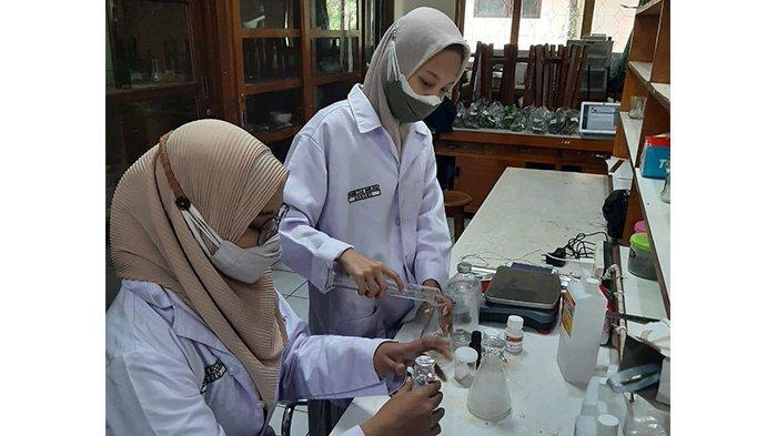 Mahasiswa Biologi Unsoed Purwokerto Ubah Limbah Baglog Jamur Tiram Jadi Compost Tea