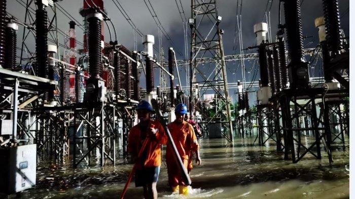 Tim PLN Gerak Cepat Amankan Gardu Induk Tambak Lorok dari Banjir