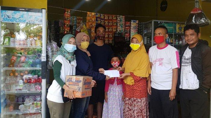 Tim Solid Serahkan Donasi Kepada Keluarga Perempuan yang Meninggal Dibakar Mantan Pacar