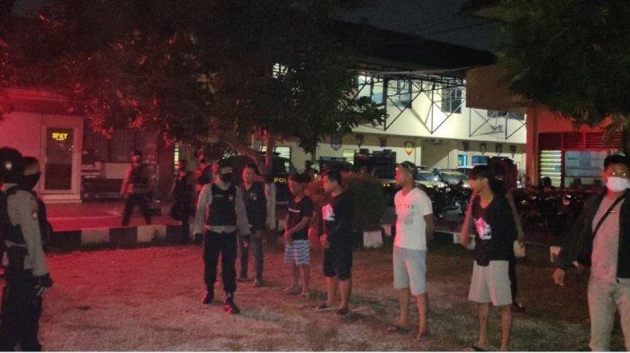 Tim Sparta Polresta Solo Amankan 8 Pemuda Sedang Pesta Miras di Kuburan
