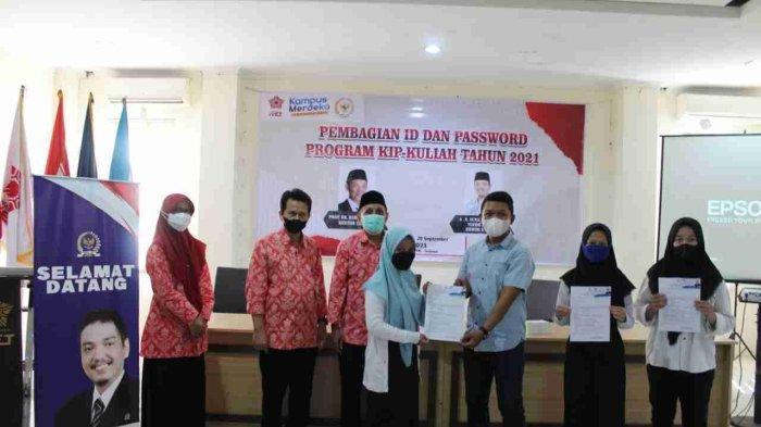 Universitas Ivet Semarang Terima Bantuan Fasilitas Olahraga dan Beasiswa Kuliah
