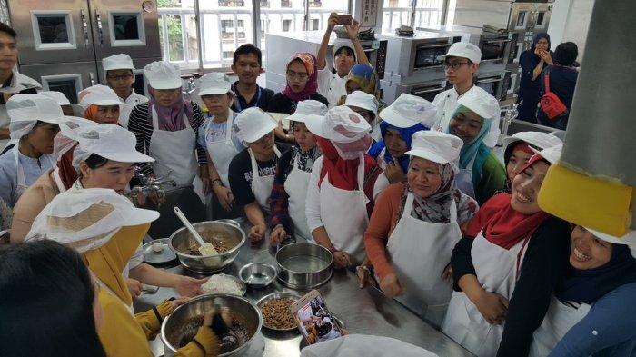 Bekal Mandiri, TKI di Taiwan Digembleng Pelatihan Membuat Kue dan E-Commerce
