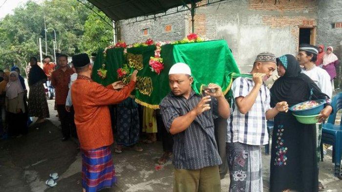 Hujan tangisan Warnai Pemakaman Tasmi di Grobogan,  TKI yang Meninggal di Malaysia 1,5 Bulan Lalu