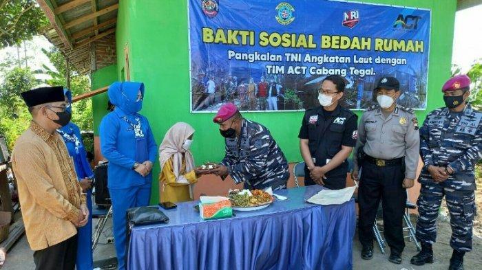 Mbah Yanah, Lansia Pemungut Sayur Bekas Asal Kramat Kabupaten Tegal, Akhirnya Dapat Bedah Rumah.