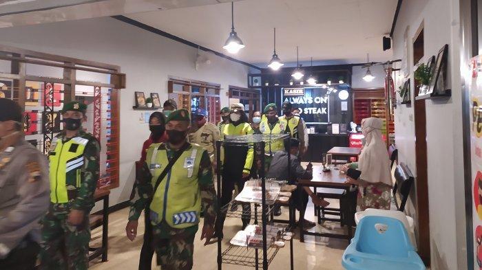 Hari Pertama PKM Karanganyar Belum Semua Toko Patuh Aturan Tutup Jam 7 Malam