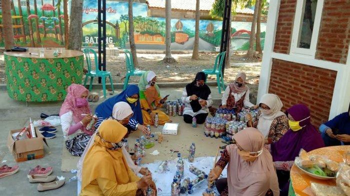 Kurangi Volume Sampah Plastik di Batang, Ketua TP PKK Ajak Masyarakat Membuat Ecobrick