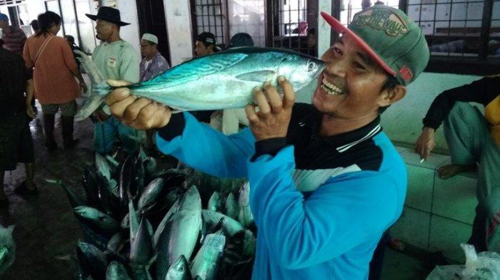 Riuh Pagi di TPI Pelabuhan Tegal, Potret Kehidupan Masyarakat Pesisir Kota Bahari