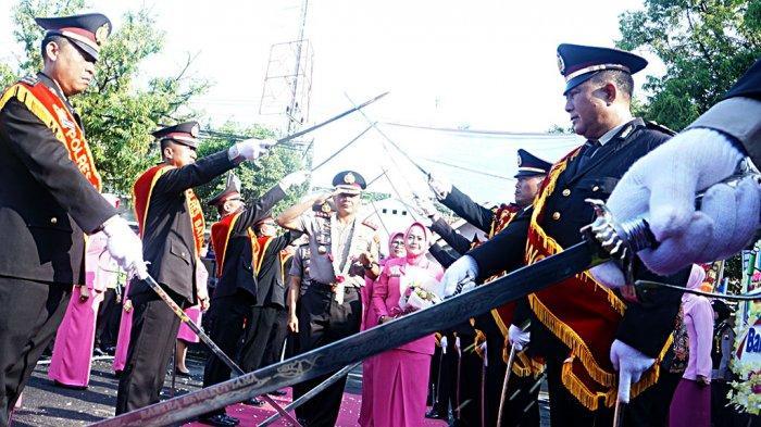 AKBP Abdul Waras Masuk Mapolres Batang Disambut Upacara Pedang Pora