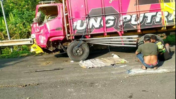 Nyawa Petugas Tol Semarang Nyaris Melayang, Truk Cabai Mendadak Oleng di TKP Kecelakaan Ertiga