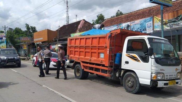 Hotline Semarang: Truk Galian C Tidak Tutup Muatannya