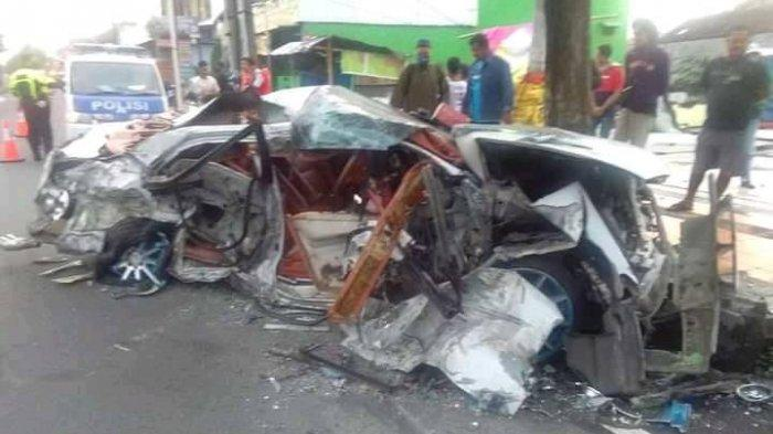 Truk Rem Blong Tabrak Mobil Accord Jadi Rempeyek di Delanggu Klaten