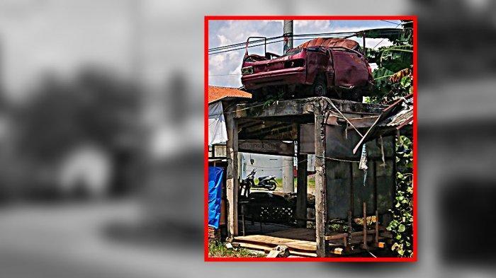 Mobil Merah Karatan Bekas Kecelakaan Dipajang di Pemalang, Jadi Simbol Maut
