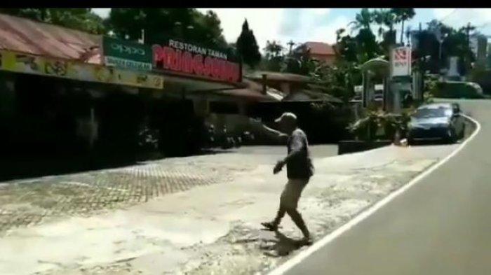 Viral Tukang Parkir Pura-pura Arahkan Mobil, Parkiran Kosong Terdampak Wabah Corona
