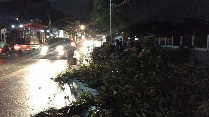 Hotline Semarang: Sampah di Selokan Wonderia dan Cirtarum Memprihatinkan