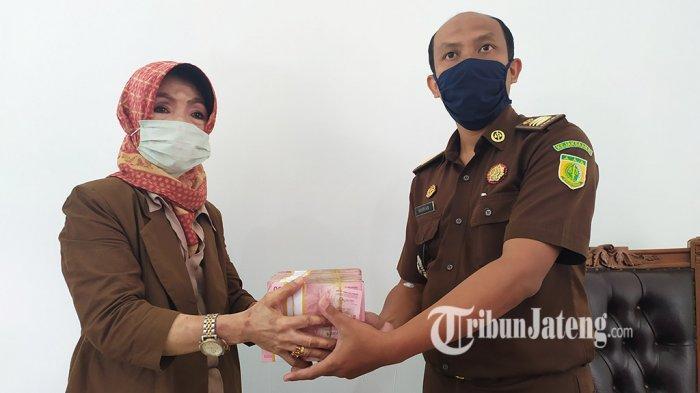 Kejari Salatiga Terima Pembayaran Denda Terpidana Korupsi JLS Rp 200 Juta