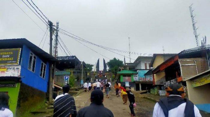 Umat Hindu Gelar Upacara Galungan di Candi Cetho Karanganyar, Terbatas Warga Lokal