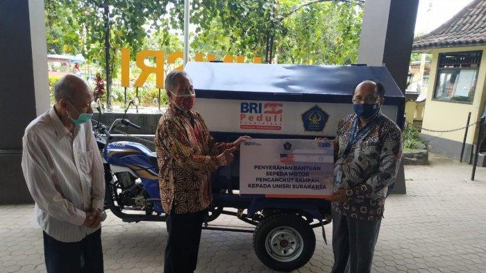 Unisri Solo Terima Bantuan Sepeda Motor Pengangkut Sampah dari BRI