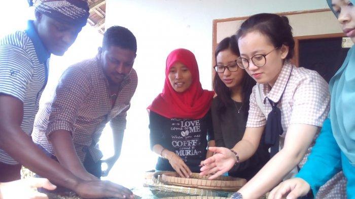 UMK Kenalkan Potensi Kopi Muria ke Mahasiswa Mancanegara
