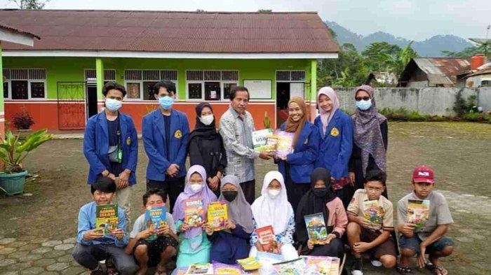 Mahasiswa USM Semarang Donasikan Buku ke Lokasi Program Kampus Mengajar