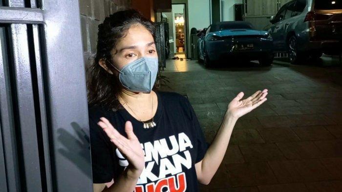 Setelah Bikin Sayembara Buru Pencuri Spion Mobil, Rumah Ussy Sulistiawaty Didatangi Polisi