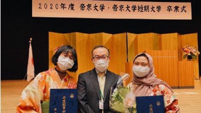 2 Mahasiswi FEB Unsoed Purwokerto Raih Gelar Sarjana dari Teikyo University Jepang