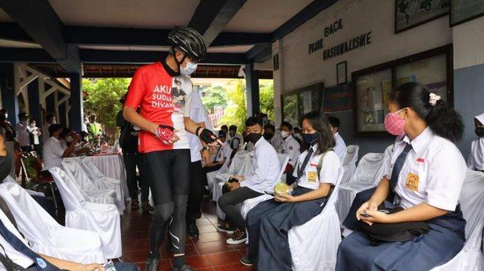 Gubernur Jawa Tengah Ganjar Pranowo Sebut Vaksin Covid-19 untuk Pelajar Bisa Jadi Persiapan PTM