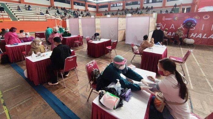 Vaksinasi Massal di Banyumas, Bupati Achmad Husein Senang Antusiasme Warga: Beda Sama Komen Netizen