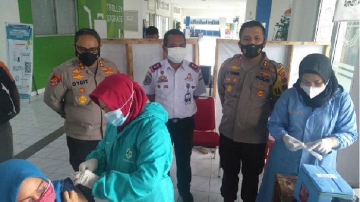 Kapolres Wonogiri Monitor Langsung Vaksinasi Massal Dalam Rangka Hari Bahayangkara Ke 75