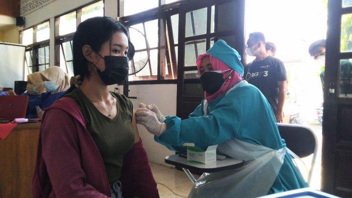 Pelaksanaan vaksinasi terpusat di Aula Kecamatan Kaliwungu, Selasa (13/7/2021).