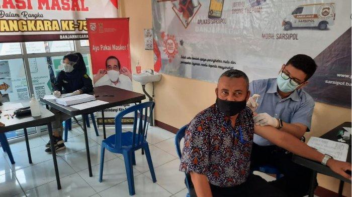 Purnawirawan Polri di Banjarnegara Disuntik Vaksin