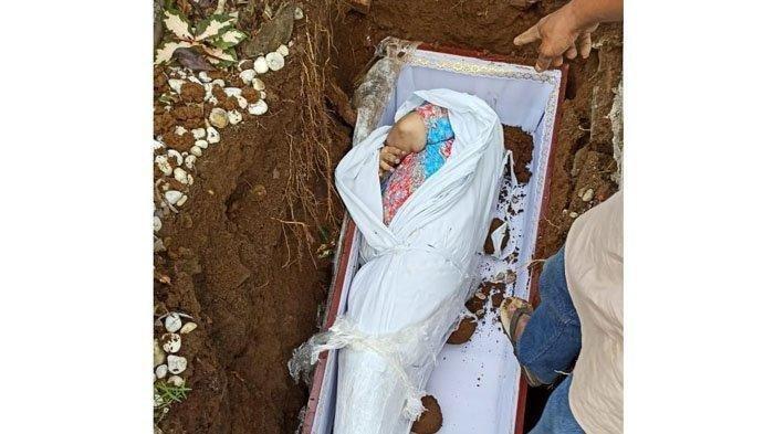 VIRAL! Kronologi Pemakaman Jenazah Saat Peti Dibuka Masih Pakai Daster