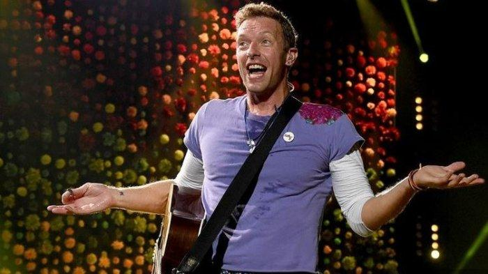 Vokalis Chris Martin bersama Coldplay tampil di konser yang digelar di Rose Bowl,. Pasadena, California, pada 6 Oktober 2017.