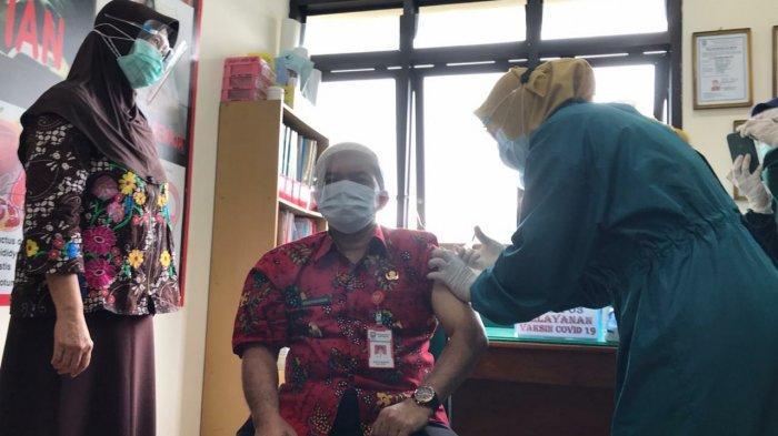 Jadi yang Pertama Divaksin di Kab Semarang, Ngesti Bilang Serasa Digigit Semut