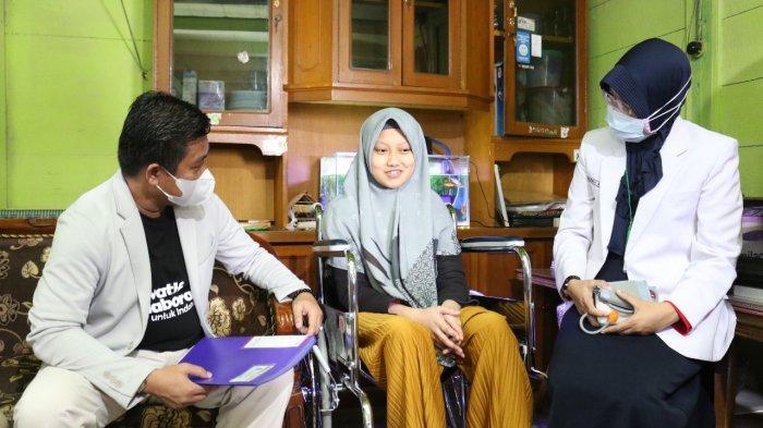 Fakultas Kedokteran UMP Purwokerto Dampingi Rahma Disabilitas Berprestasi