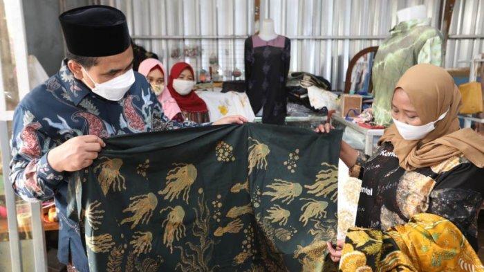 Tertarik dengan Batik Pewarna Lumpur, Wagub Taj Yasin Kunjungi Langsung Rumah Produksinya