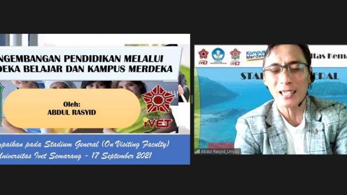 Wakil Rektor 1 Universitas Yapis Papua Abdul Rasyid memaparkan materi tentang Merdeka Belajar dalam kegiatan Kuliah Umum Fakultas kemaritiman