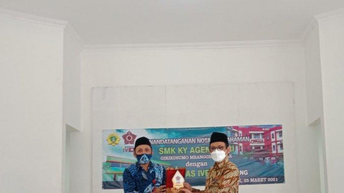 Universitas Ivet Semarang Berikan 100 Beasiswa Bagi Siswa-Siswi SMK Ky Ageng Giri